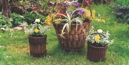 Pomyslowe Kwietniki Z Wikliny Moj Piekny Ogrod Ogrody Ozdobne Rosliny Kwiaty